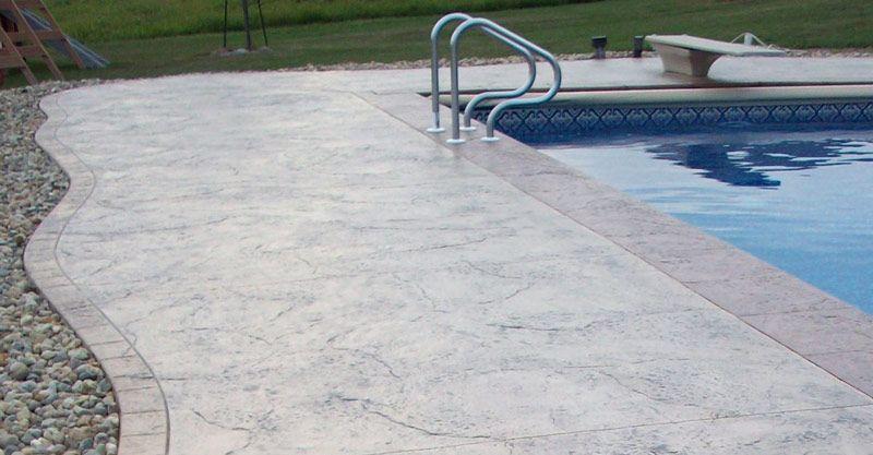 Comment faire une plage de piscine en béton? Caractéristiques
